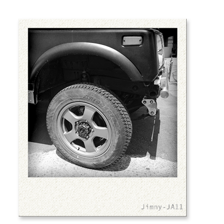 画像:ジムニーJA11タイヤ